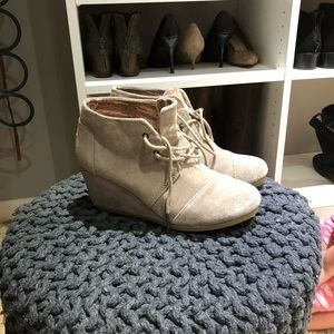 Tom Suede Wedges